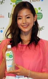 『LacLac』新CM発表会に登場した小西真奈美