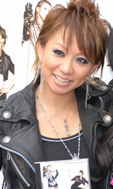 コラボシングル「It's all Love」の発売記念イベントを行った倖田來未