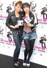 コラボシングル「It's all Love」の発売記念イベントを行った倖田來未、misono