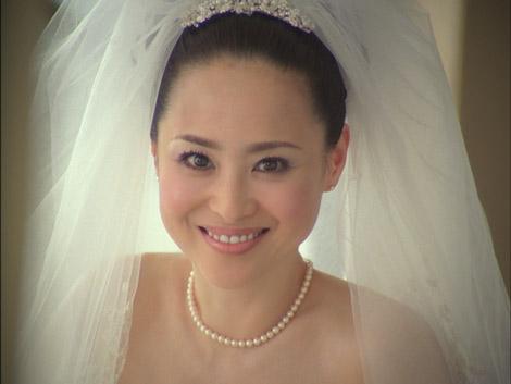 サムネイル 新CMでウェディングドレス姿を披露している松田聖子