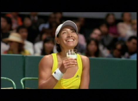 サムネイル 『キリン フリー』新CM『テニスコート』編に出演しているクルム伊達公子選手