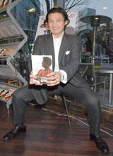 『貴流 心 氣 体』出版記念イベントで四股を踏んでアピールする貴乃花光司氏