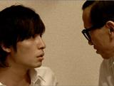 新CMでコミカルなストーリーを展開する(左から)玉木宏、Mr.オクレ