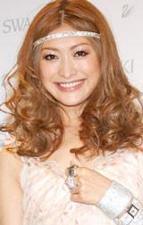 「スワロフスキー銀座」オープン1周年記念パーティーに出席した山田優