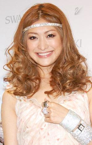 サムネイル 「スワロフスキー銀座」オープン1周年記念パーティーに出席した山田優