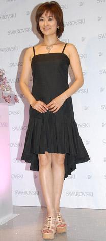 『スワロフスキー銀座』のオープン1周年記念パーティーに出席した秋本祐希