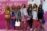 ファッションショーに登場したモデルたち。左から、幸田えりか、高松のりこ、高松たえ、BENI、須田朱音、難波サキ、KEI。