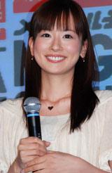 """ユニクロ 2009年『UT』""""Tシャツ開き""""イベントに登場した皆藤愛子"""
