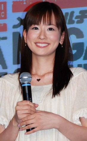 """サムネイル ユニクロ 2009年『UT』""""Tシャツ開き""""イベントに登場した皆藤愛子"""