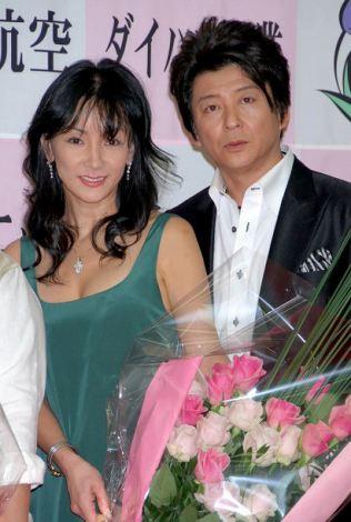 哀川翔・公美さん夫妻 【2009よい夫婦の日 ナイス・カップル大賞 発表・表彰式にて】