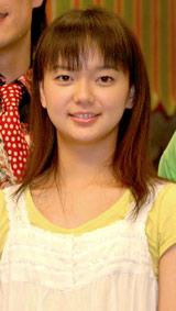 NHK連続テレビ小説『つばさ』の会見に出席した多部未華子