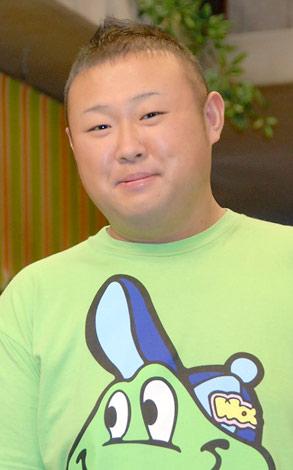NHK連続テレビ小説『つばさ』の会見に出席した脇知弘