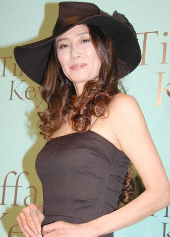 ドレスを着た萬田久子