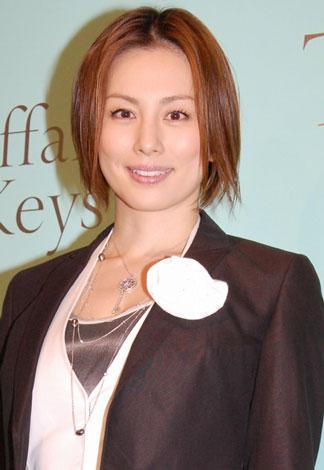 サムネイル 『ティファニー キー』披露パーティーに出席した米倉涼子