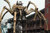 横浜の街にお巨大グモが出現