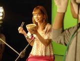 『すき家』の新CMに出演しているスザンヌの撮影風景