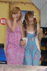 木下優樹菜(左)&ギャル曽根 【DVD『ウォーリー』の発売記念イベントにて】