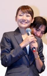映画『デュプリシティ スパイは、スパイに嘘をつく』の試写会トークショーに出席した藤崎奈々子