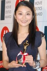 『第18回 日本映画批評家大賞』の主演女優賞を受賞した小池栄子