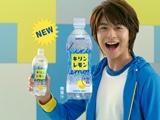 小池徹平の爽やかな笑顔が印象的な『キリンレモン』新CMの1カット