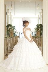小倉優子がウエディングドレスをプロデュース