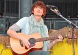ファンイベントで新曲を披露する玉木宏