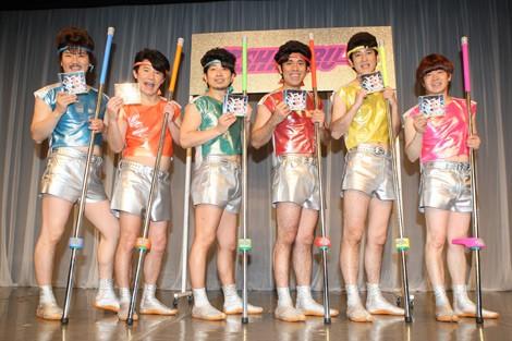 (左から)なっくん(世界のナベアツ)、新メンバーのヤマペー(山下しげのり)、みっくん(宮迫博之)、リーゴ(ゴリ)、しゃっくん(田中直樹)、ほとちゃん(蛍原徹)