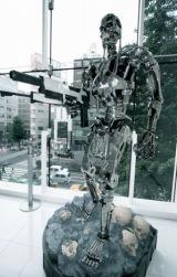都内の新宿ピカデリーにお目見えしたターミネーター(T-800)のリアルサイズ・フィギュア(C)ORICON DD inc.
