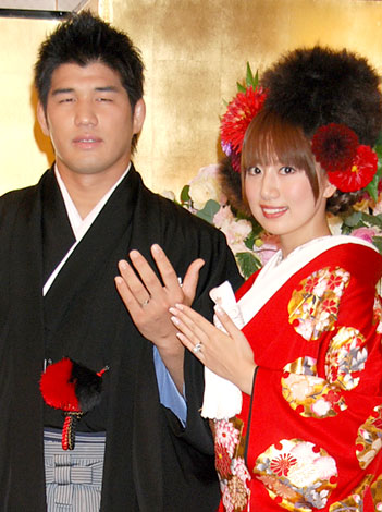 サムネイル 昨年10月、挙式後の会見で妊娠を発表していた井上康生・東原亜希夫妻