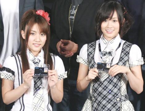 映画『スター・トレック』の来日記者会見に出席したAKB48の高橋みなみ、前田敦子