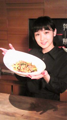 サムネイル 韓国家庭料理店「かんりゅ」で自らメニューを考案した加護亜依