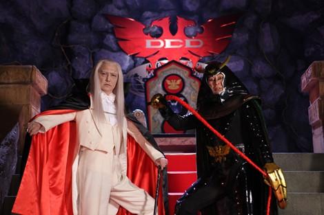 ショッカー大幹部が復活! 地獄大使を演じるのは大杉漣、死神博士は石橋蓮司(左)