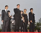 ワールドプレミアに出席した(左から)トラン・アン・ユン監督、ジョシュ・ハートネット、トラン・ヌー・イェン・ケー、イ・ビョンホン (c) Lam Duc Hien, Photographer