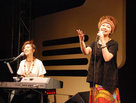 ヒット曲「あ〜よかった」を熱唱する花*花(C)ORICON DD inc.