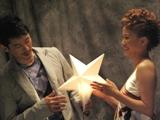 西村夫婦が登場したミュージックビデオの1シーン