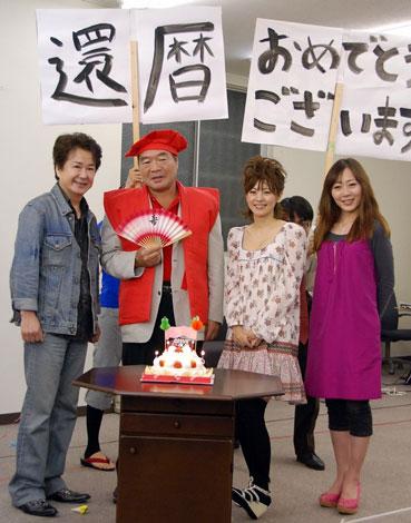(写真左から)三田明、ガッツ石松、さとう珠緒、鈴木佑季