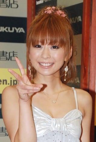 『10人兄弟貧乏アイドル☆——私、イケナイ少女だったんでしょうか?』の発売記念イベントを行った上原美優 (C)ORICON DD inc.