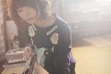 宮崎がギターを演奏するライブの1場面。使用しているギターは「フェンダームスタング」(C)浅野いにお・小学館/「ソラニン」製作委員会