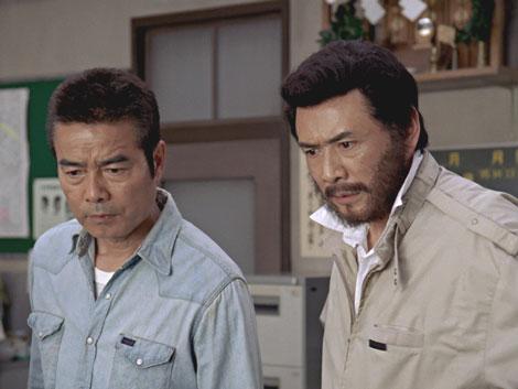 『太陽にほえろ!』の七曲署を描く『ボス』新CMの1カット(左から)勝野洋、木之元亮
