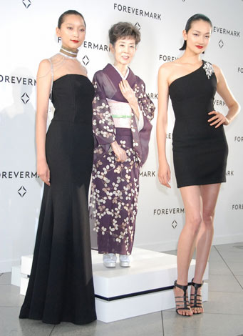 「Forevermark Precious Collection」展の様子(左から)杏、森光子、冨永愛(C)ORICON DD inc.