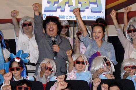 映画『モンスターVSエイリアン』のジャパン・プレミアに出席したベッキーと日村勇紀(バナナマン)