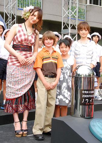 映画『ノウイング』のタイムカプセル埋蔵記念式典イベントに出席した(左から)リア・ディゾン、チャンドラー・カンタベリー、さくらまや、安達祐実 (C)ORICON DD inc.