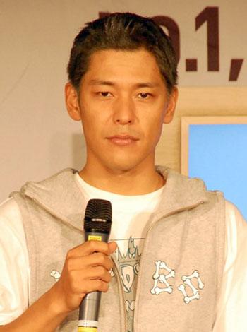 トークライブで黒髪に変身したロンブー・田村亮