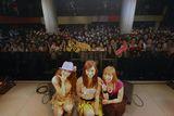 『Shibuya Girls Live09』に出演した(写真左より)西野カナ、MiChi、AZU