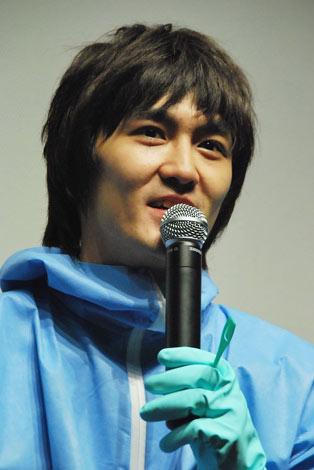 映画「サンシャイン・クリーニング」館内清掃\u0026舞台挨拶に登場した平成ノブシコブシ