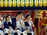 """新CMで""""細マッチョ軍団""""を率いる松田翔太(左)と中村獅童は甘い""""投げキッス""""攻撃も"""