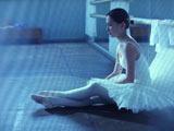 劇中で谷村は、1日8時間の猛特訓を受けてレオタード姿でバレエに初挑戦した