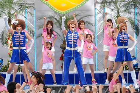 3rdシングル「はまぐりボンバー」の発売記念イベントを行った矢島美容室 (C)ORICON DD inc.
