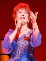 「Concert Tour 2009〜愛のままで…〜」コンサートに臨んだ秋元順子(C)ORICON DD inc.