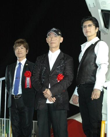 セレモニーに登場した(左から)古谷徹、富野由悠季総監督、GACKT